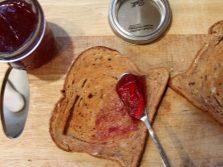 Бутерброд с вареньем из иван-чая