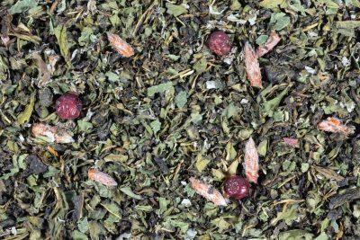 Иван-чай с клюквой и листиками малины